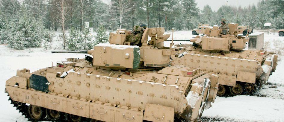 US-Panzer in Lettland (Nato-Übung 2014): Bald könnte mehr Gerät folgen