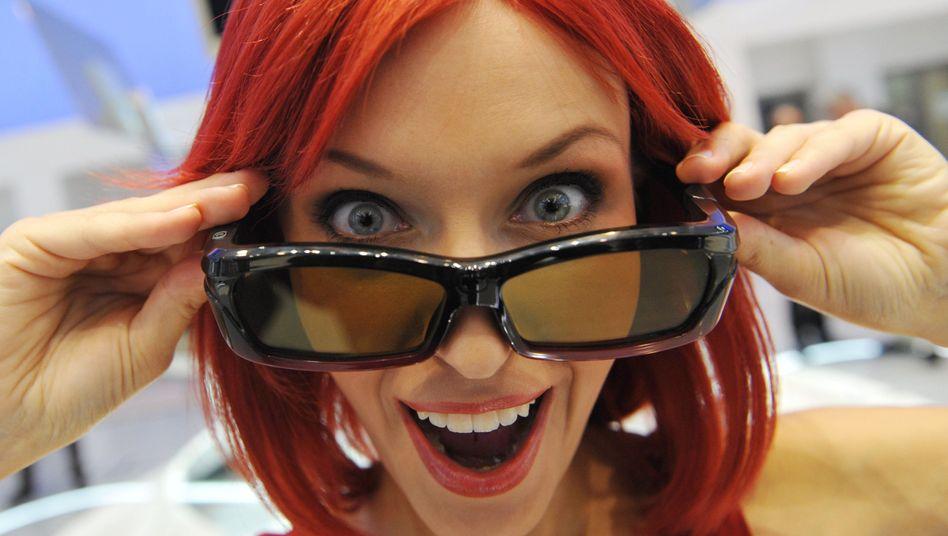 Frau mit 3-D-Brille: Fähigkeit im Schnitt vier Monate nach der Geburt entwickelt