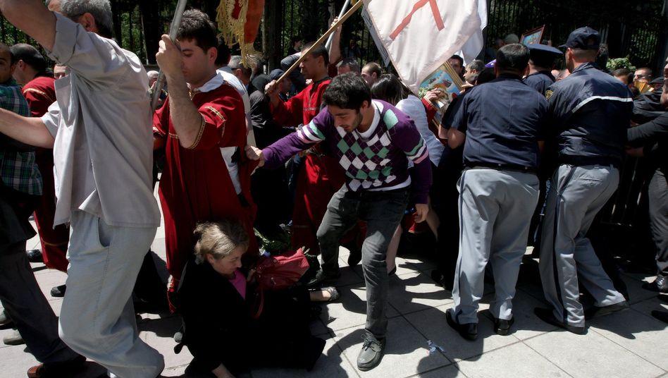 Demonstration in Tiflis: Orthodoxe Christen schlugen Homosexuelle in die Flucht