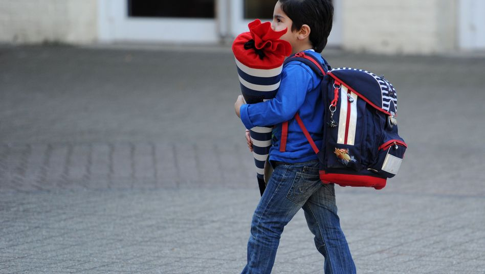Junge mit Schultüte: Die Willkommensklassen reichen nicht