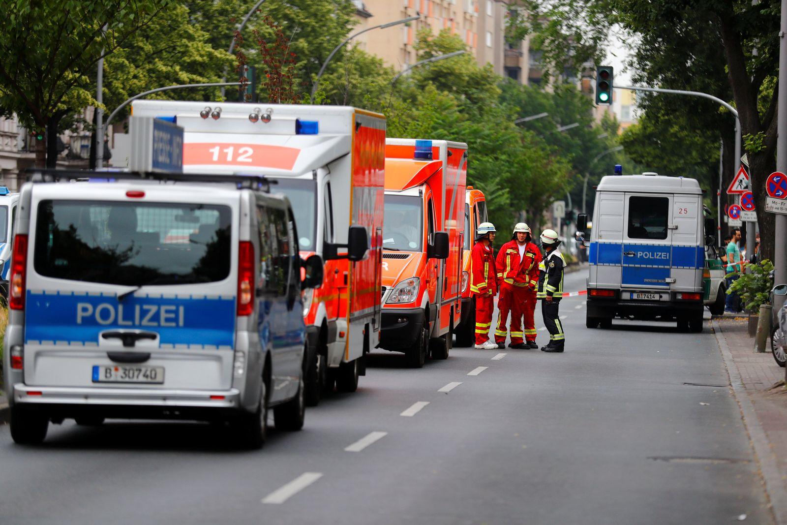 EINMALIGE VERWENDUNG Schule/ Berlin/ Polizeieinsatz/