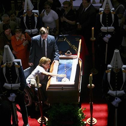 Abschied vom Ex-Diktator: Pinochets Leichnam ist in Militäruniform aufgebahrt