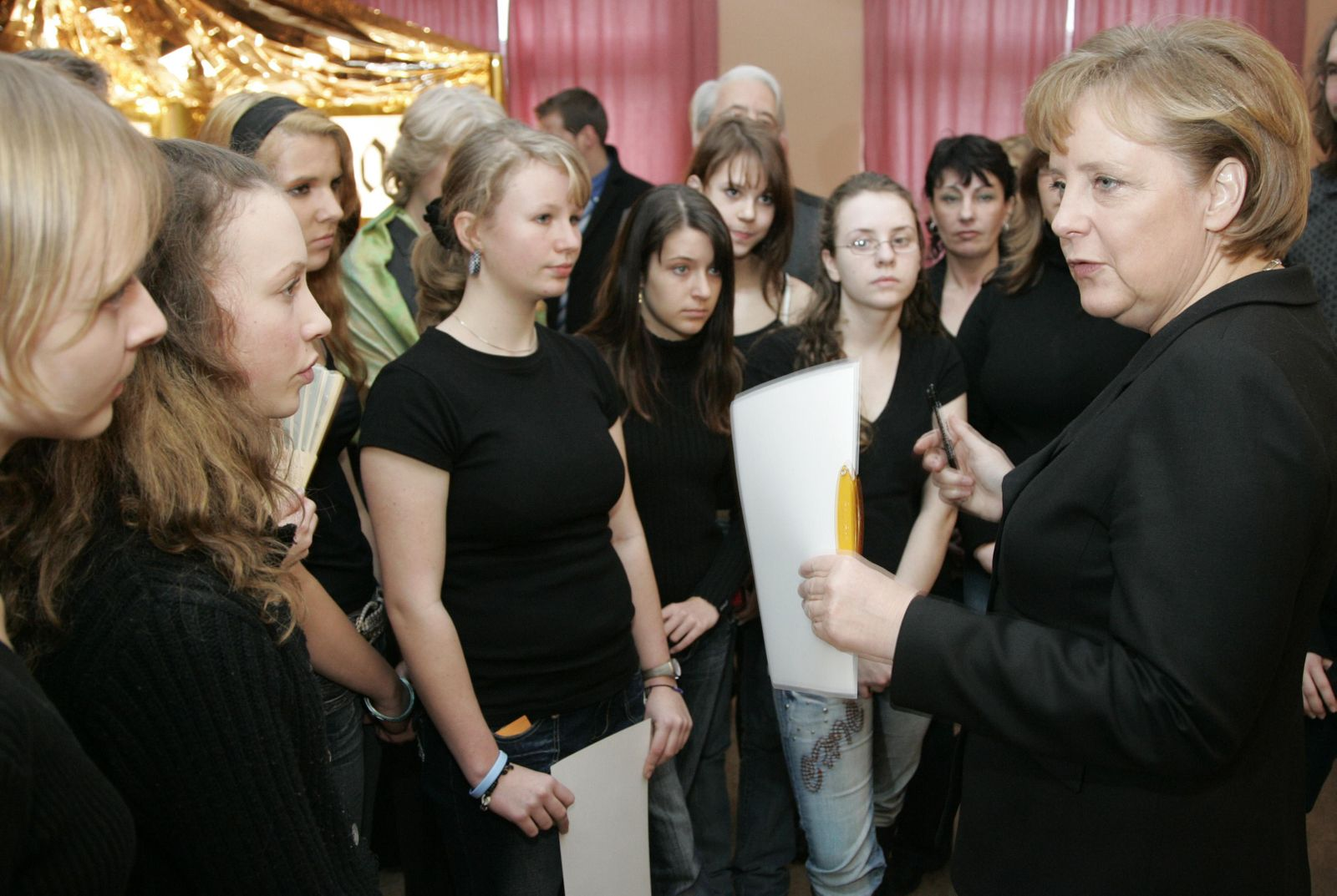 Merkel besucht Realschule