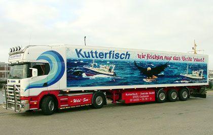 """Auch Fische wollen beworben werden: Transporter der """"Kutterfischer"""""""