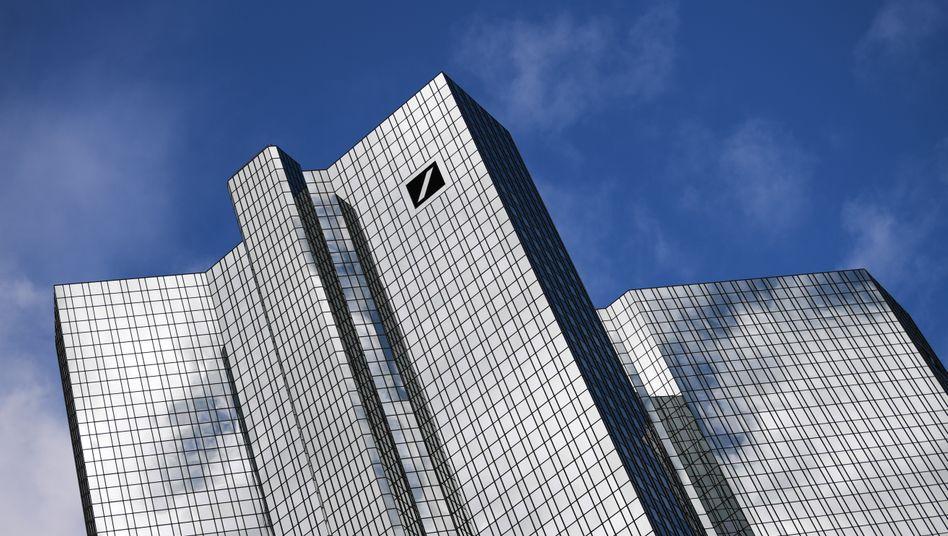 Deutsche Bank in Frankfurt am Main (Archivbild): Sämtliche Geschäftspartner aus der Öl- und Gasbranche auf CO2-Einsparpläne untersuchen