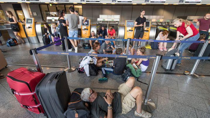 Sicherheitsalarme und Stromausfall: Flughäfen im Chaos