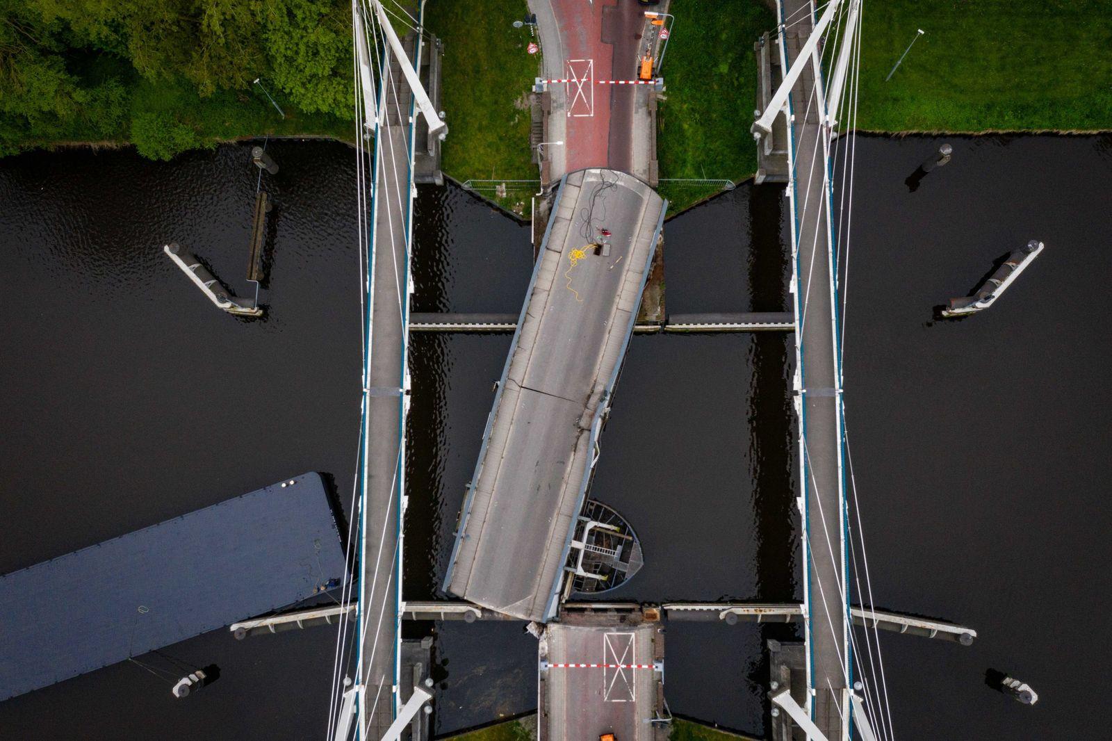Deutsches Tankschiff rammt Brücke in Groningen