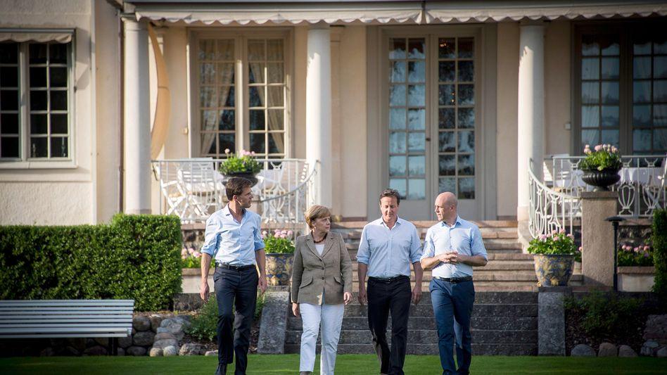 """Kanzlerin Merkel mit Amtskollegen Rutte, Cameron und Reinfeldt (v.l.): """"Drohungen sind falsch"""""""