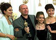 Phil Collins (2.v.l.) mit Familie