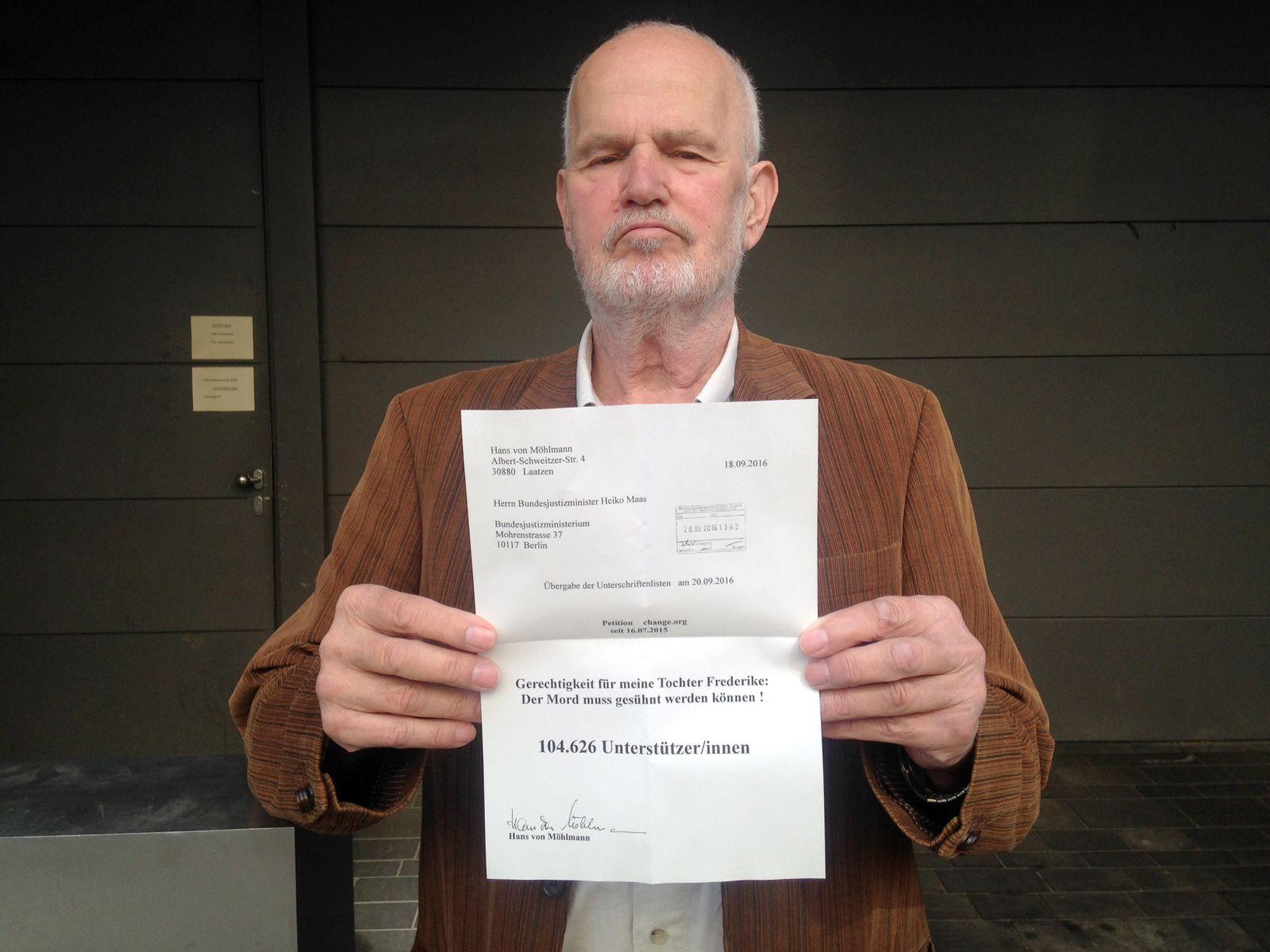 EINMALIGE VERWENDUNG Hans von Moehlmann/ Uebergabe Petition