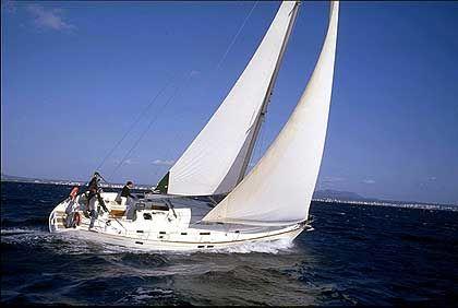 Mit der Charteryacht auf dem Mittelmeer können ambitionierte Segler genauso viel Spaß haben ...