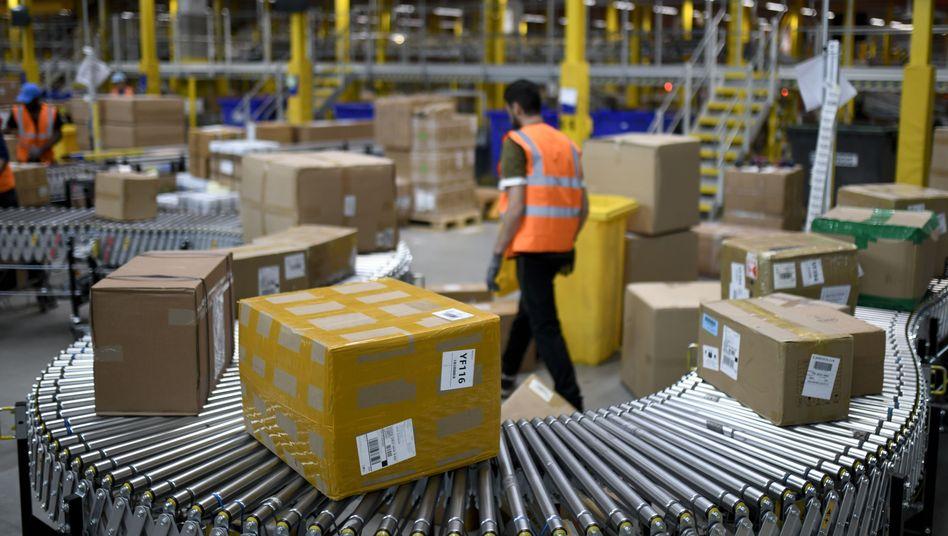 Amazon-Mitarbeiter in Dortmund (Archiv): Konzerngewinn im Jahresvergleich verdoppelt