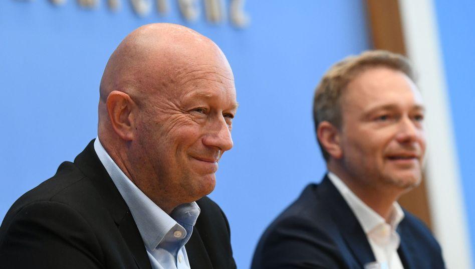 FDP-Chefs in der Bundespressekonferenz: Thomas Kemmerich (Thüringen) und Christian Lindner (Bund)