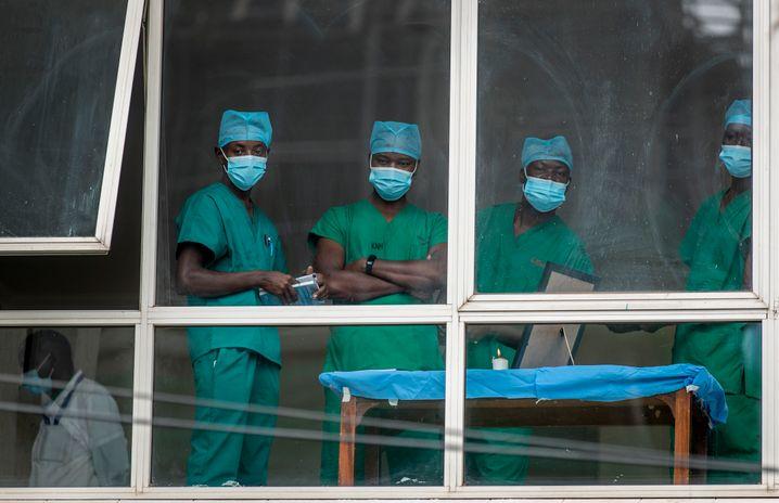 Medizinisches Personal in einem Krankenhaus in Nairobi