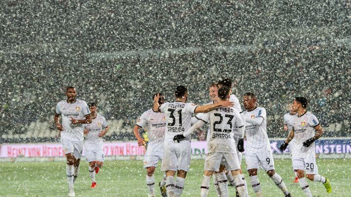 Hannover gegen Leverkusen: Rutschpartie