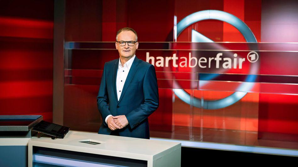 """Frank Plasberg moderierte am Montagabend eine Extraausgabe von """"Hart aber fair"""". Titel: """"Es ist ernst - wie viel Freiheit lässt uns Corona noch?"""""""