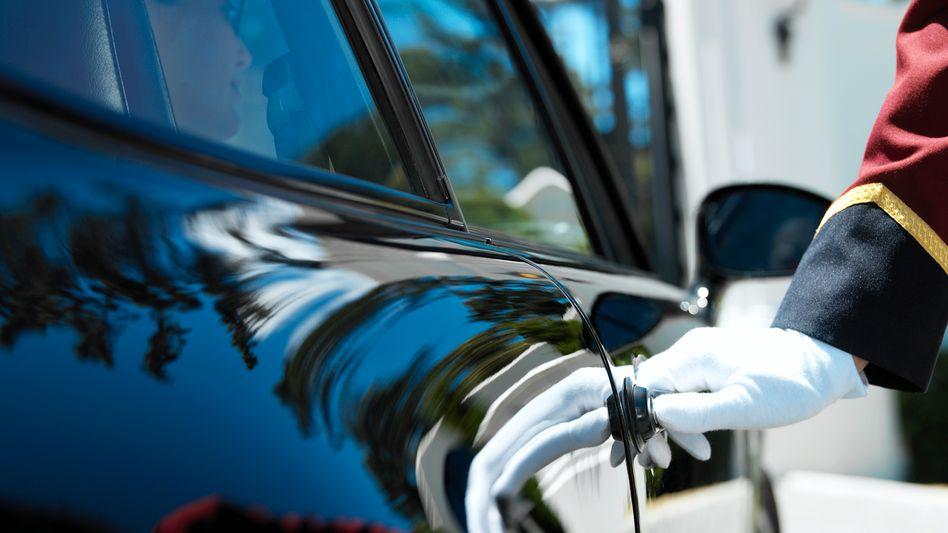 Wer sich einen Chauffeur leisten kann, dem geht es gut: Soll er auch in der Krise helfen?
