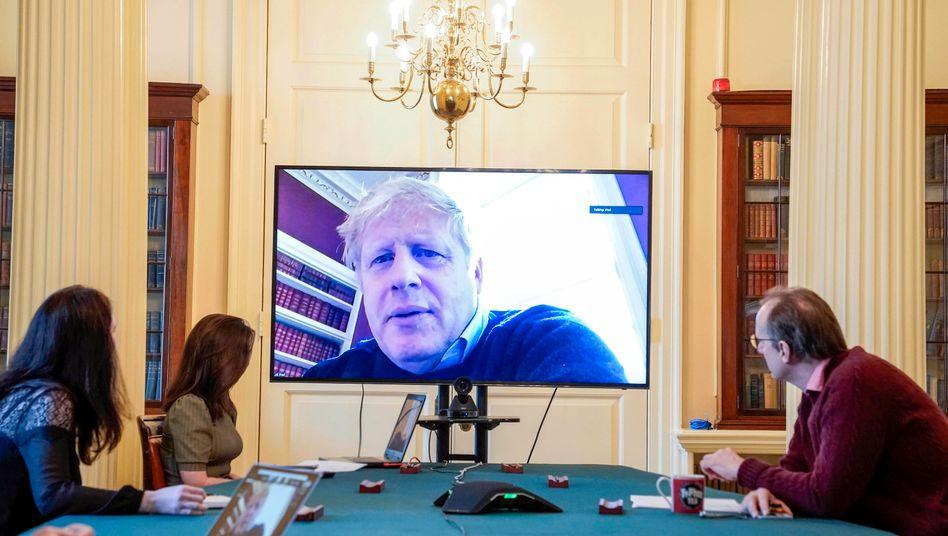 Boris Johnson in einer Videoschalte von der Downing Street Nr. 11 aus