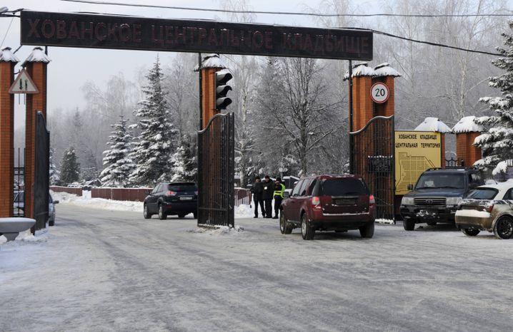 Entrance to Moscow's Khovanskoye Cemetery