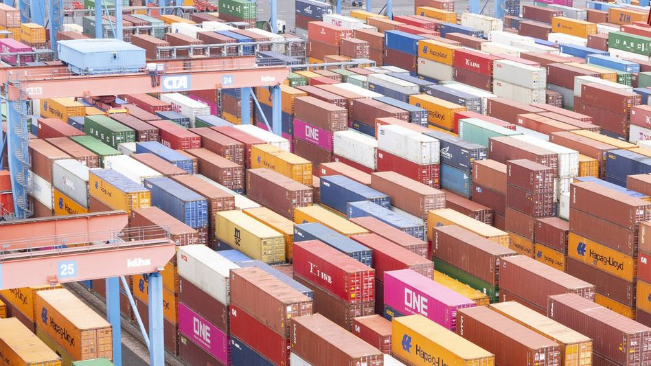 Container am Terminal Altenwerder: Über den Hamburger Hafen kommen jedes Jahr viele Tonnen Kokain aus Südamerika nach Europa
