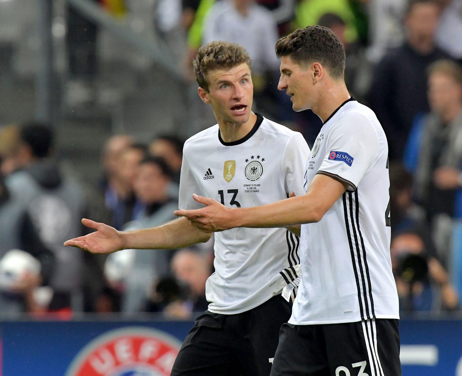 Bügeleisen im Schuh/ Müller & Gomez