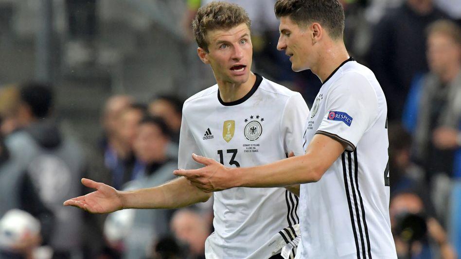 Thomas Müller (l.) und Mario Gomez