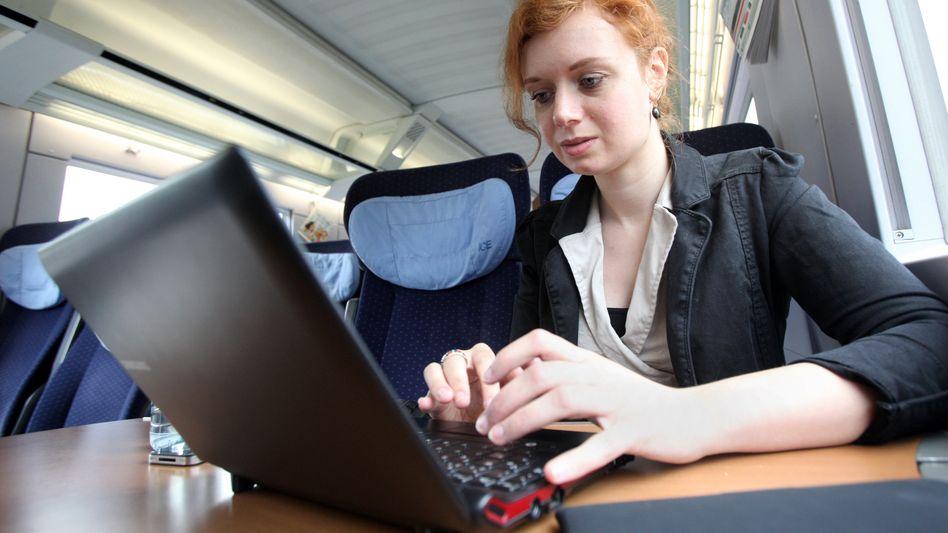 Arbeiten in der Bahn: Pendelnde Studenten versuchen, im Zug zu lernen - oft vergeblich