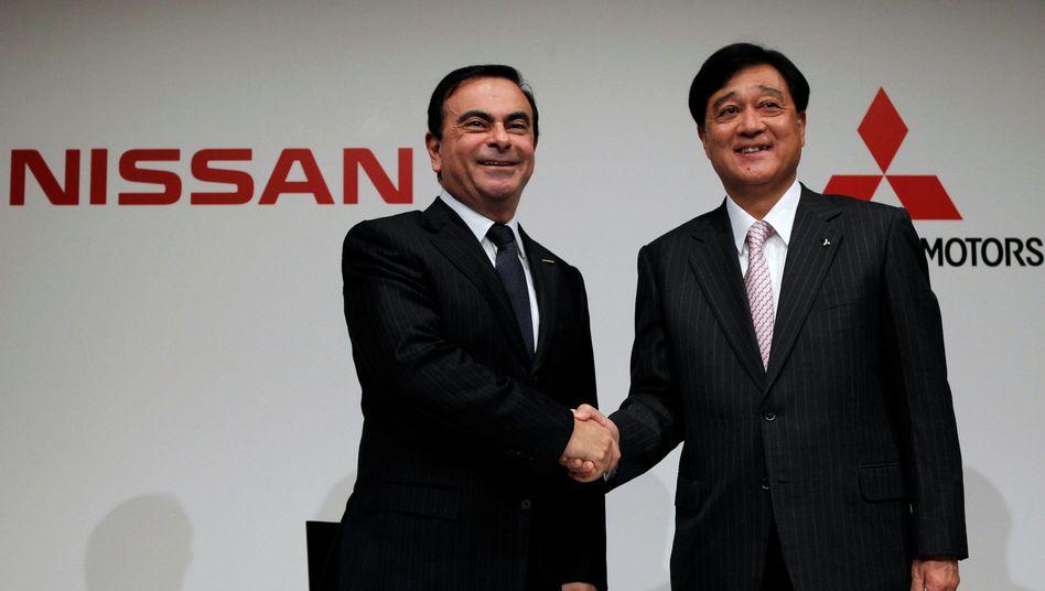 Nissan-Chef Ghosn (l.) und Mitsubishi-Motors-Chef Masuko