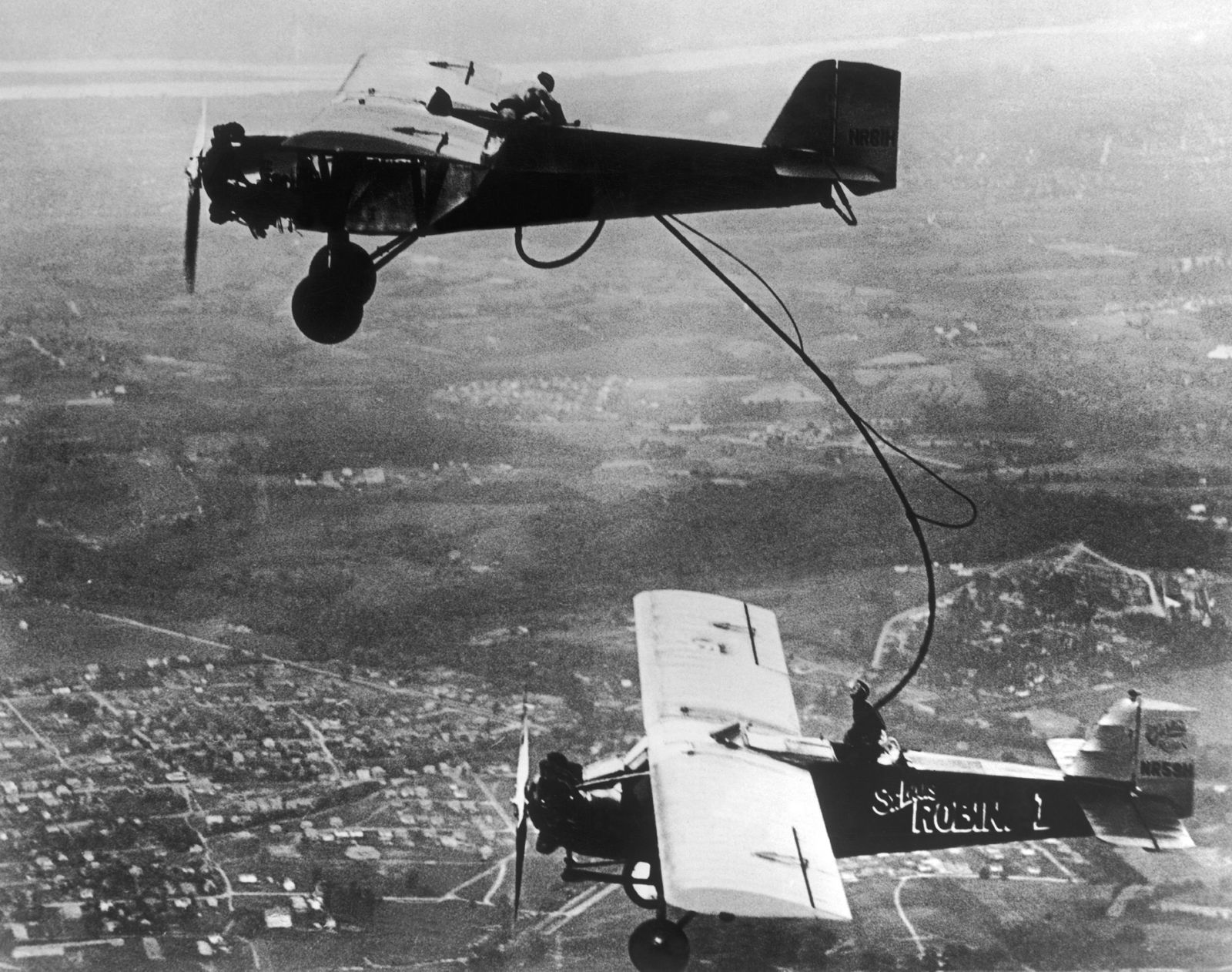 Supplying In-Flight During An Aerial Endurance Event In 1929