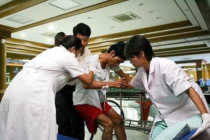 Erste Hilfe im Krankenhaus auf Phuket: Konzentriert aber nicht panisch
