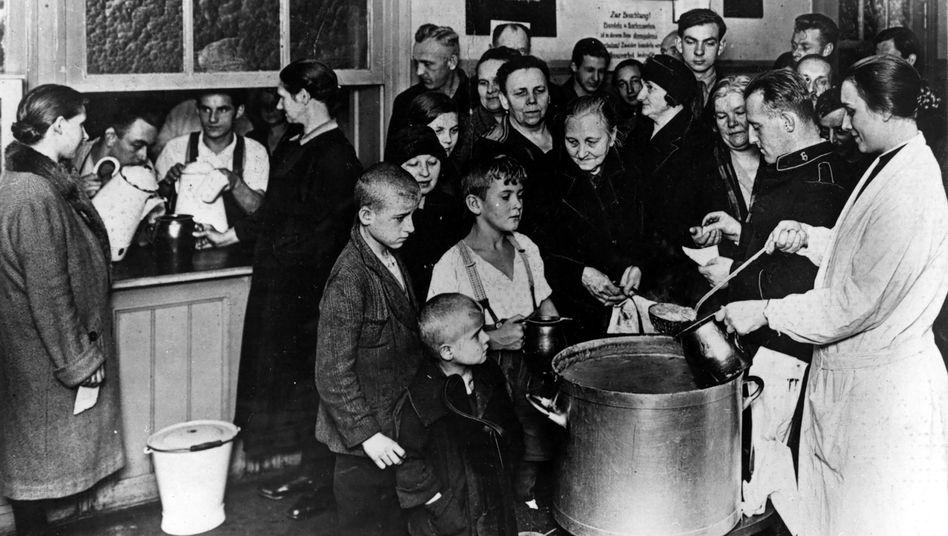 Berlin in der Weltwirtschaftskrise im November 1930: Kostenlose Mahlzeit von der Heilsarmee