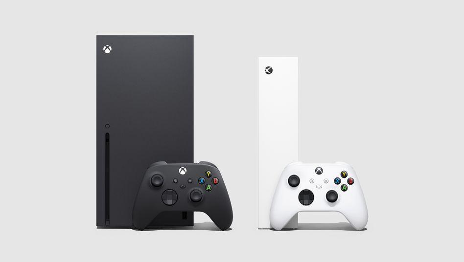 Die Konsolen von vorn: Die Series X in Schwarz, die Serie S in Weiß