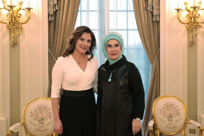 Emine Erdogan (r.), Tsipras' Partneri Betty Batziana