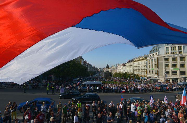 """""""Block gegen den Islam"""" in Prag: Die Polizei als Abstandhalter"""