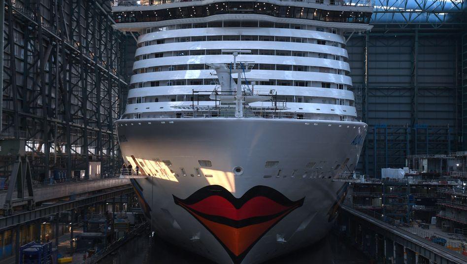 """Die """"AIDAnova"""" 2018 in der Meyer-Werft: Zu Spitzenzeiten arbeiten 10.000 Menschen an den Schiffen"""