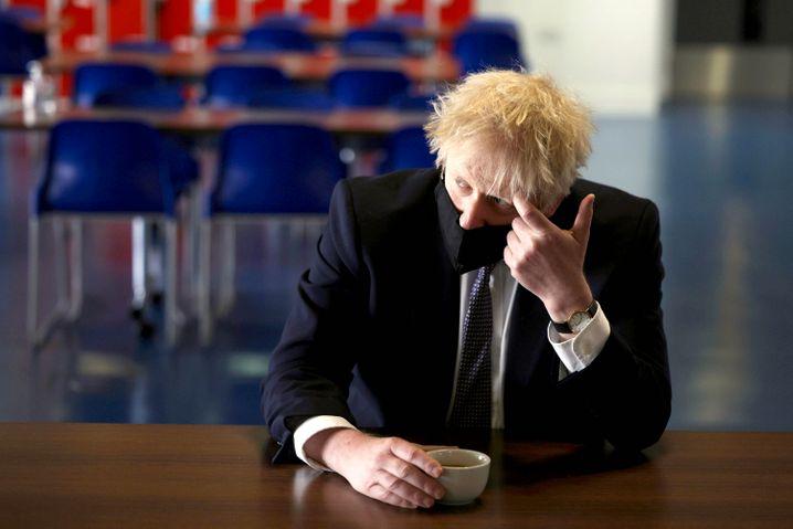 Hat mit seiner Wanddekoration derzeit reihenweise Probleme: Großbritanniens Premier Boris Johnson