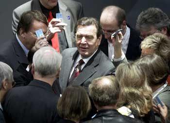Kanzler Schröder im Dezember bei der Abstimmung über die Steuerreform