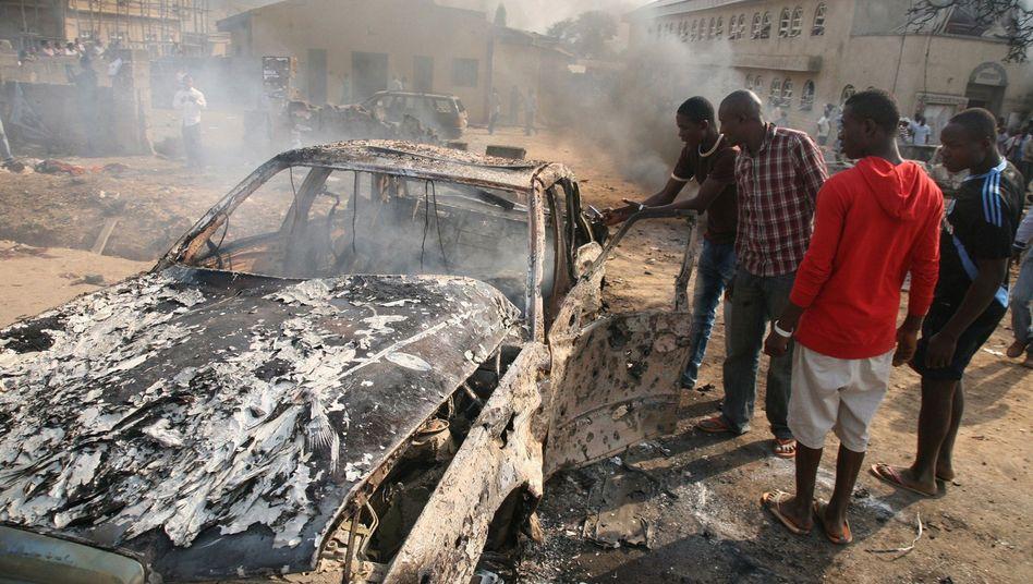 Autowrack vor Kirche in Nigeria: Anschlagsserie zu Weihnachten