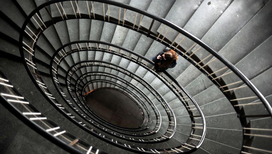 Einsam, hilflos, unsicher: Menschen mit Depressionen geraten häufig in eine Spirale, aus der sie nur schwer wieder herauskommen