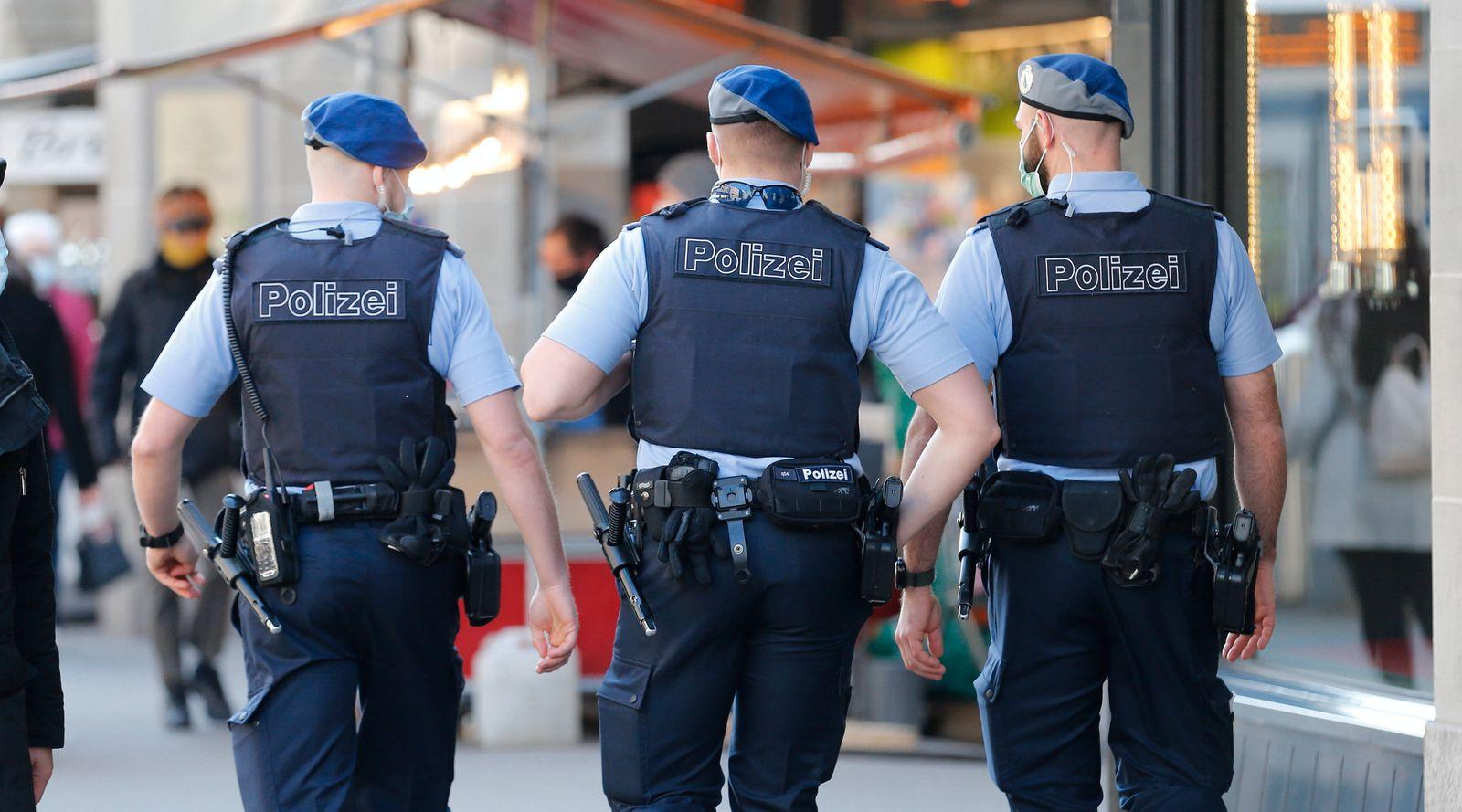 Foto Manuel Geisser 01.03.2021 Zürich : Polizeipatrouille Bahnhofstrasse Zürich *** Photo Manuel Geisser 01 03 2021 Zuri
