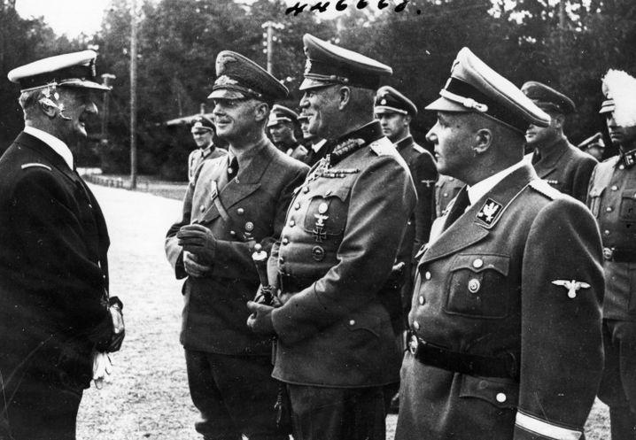Horthy (l.) mit Nazi-Größen (Aufnahme vermutlich aus 1942)