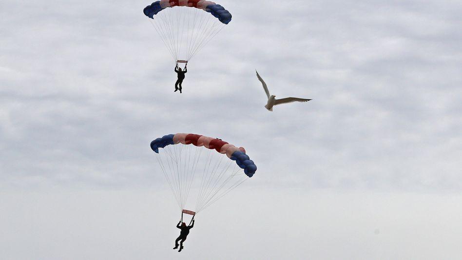Fallschirmspringer (Symbolbild)