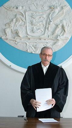 VGH-Richter Wolfgang Rieger überbringt die Botschaft: Studiengebühren sind rechtens