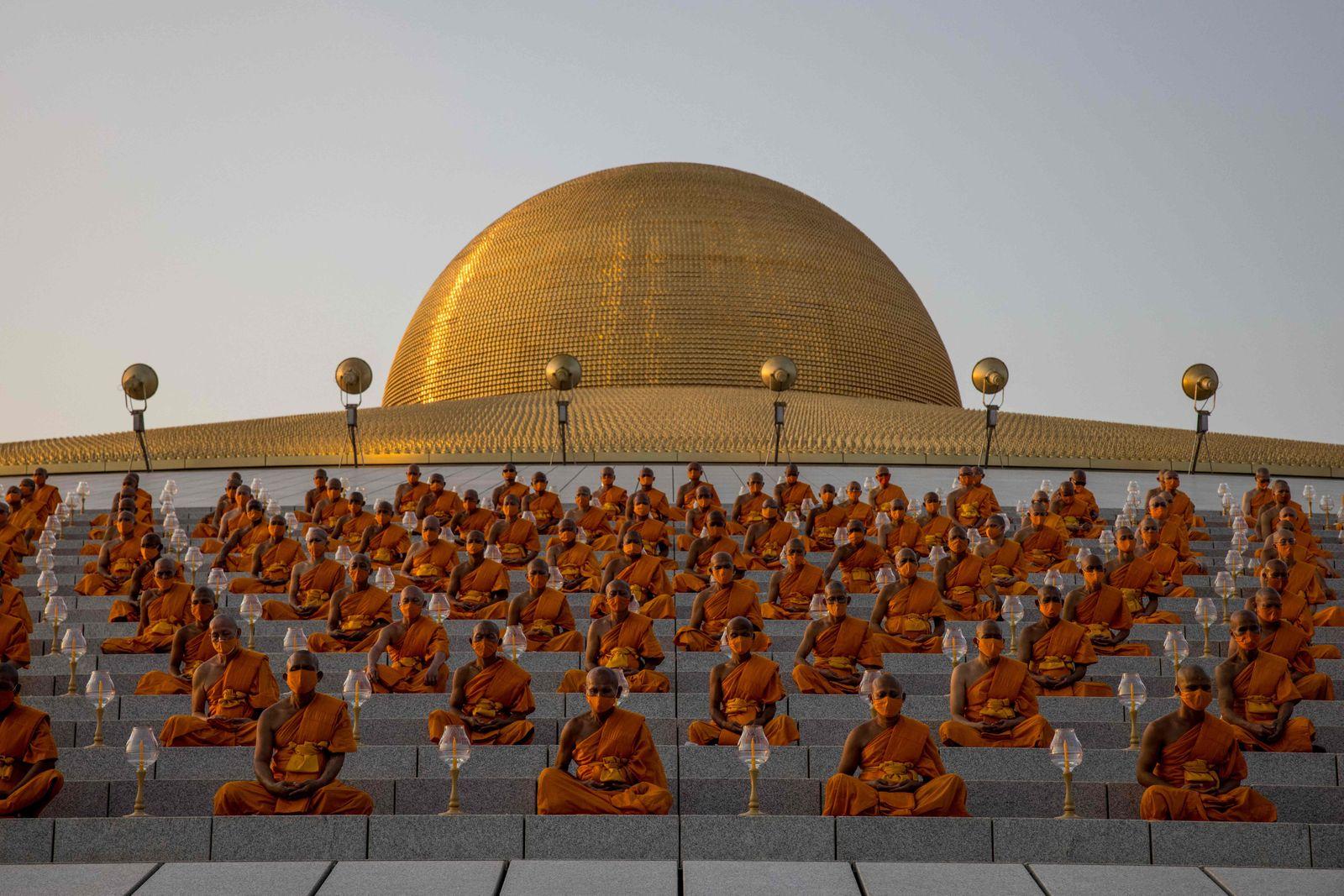 TOPSHOT-THAILAND-RELIGION-HOLIDAY