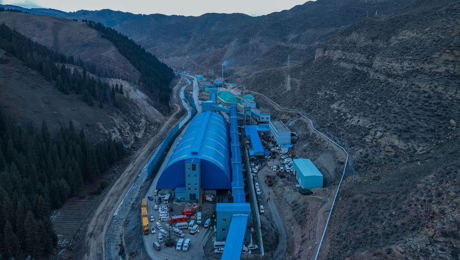 Kohlebergwerk in Hutubi: Rettungseinsatz für eingeschlossene Arbeiter