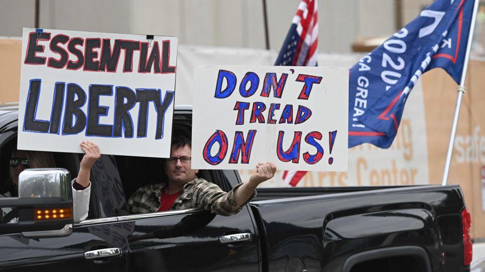 In gut 20 Bundesstaaten der USA wird seit Tagen gegen die Lockdown-Maßnahmen protestiert. Viele Demonstranten sind Anhänger von Donald Trump.