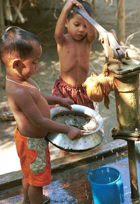 Brunnen in Bangladesch: Giftproblem in 17 Staaten
