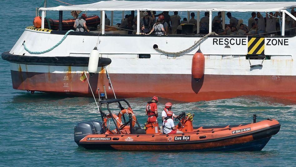 Rettungsschiff mit Flüchtlingen im Mittelmeer