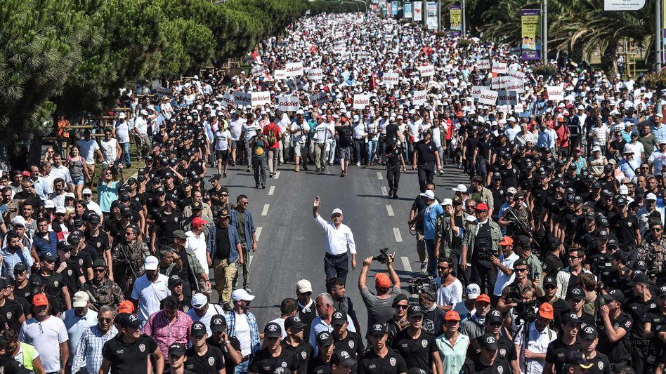"""Ausspionierte Oppositionelle? """"Marsch der Gerechtigkeit"""" 2017 in Istanbul"""