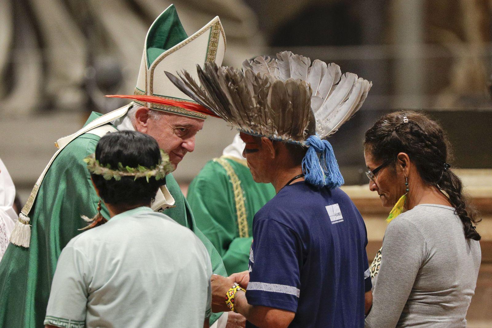 Papst Franziskus trifft Vertreter indigener Völker